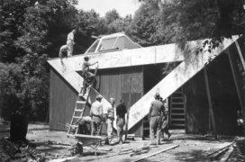 Building the Finnish Pavilion for the Venice Biennale in 1956. © Museum of Finnish Architecture.