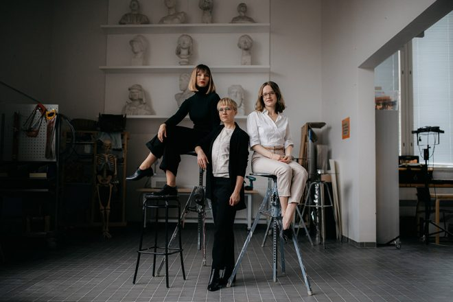 Three young women in a sculpture atelier: Meri Wiikinkoski, Iines Karkulahti and Charlotte Nyholm.